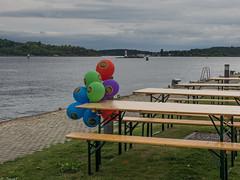 _9120112 Waiting balloons.jpg (JorunT) Tags: oslo akerbrygge 2009 2012 ballonger 2015 benker nasjonal fotovandring