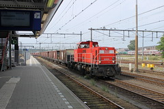 D-loc 6464(Amersfoort 12-9-2015) (Ronnie Venhorst) Tags: road railroad holland sport train canon eos diesel jan outdoor ns nederland eisenbahn rail railway zug bahnhof trains db cargo railwaystation vehicle cs locomotive mm bahn trein spoor amersfoort centraal dbs 1100 spoorwegen daxi railion spoorweg schenker 6400 nederlandse 2015 diesellok 6464 1435 dloc baureihe 6516 dieseltrein dieselloc goederentrein 1100d materieel klmos dlok zelflosser dieselmaterieel eos1100d spoormaterieel eos1100