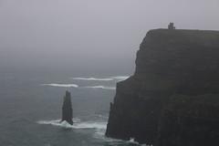 cliffs of moher picco (cheldalformai) Tags: rain movie clare crash harry potter cliffs scenario roccia pioggia rocca moher onde picco ocena incredibile isolata