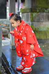 Little Japanese (PHOTOGRAPHYSUAT) Tags: light shadow red people wet water temple japanese 50mm nikon child sweet celebration kimono shining qute d800e