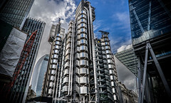 Lloyd's building (Tim RT) Tags: city travel building london tim britain great landmark architectural gb spacy rt
