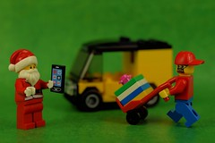 Cyber Santa is using a courier app! (Lesgo LEGO Foto!) Tags: santa christmas xmas vacation cute love festive fun toy toys cool nikon holidays lego santaclaus minifig collectible minifigs claus nikkor omg collectable minifigure minifigures d5300 legophotography legography collectibleminifigures collectableminifigure 60mmf28drmicro