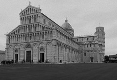 Pisa-Piazza dei Miracoli (francescaturturo) Tags: allaperto piazzadeimiracoli pisa torre pendente backandwhite bw old grana prato voyage travel holiday