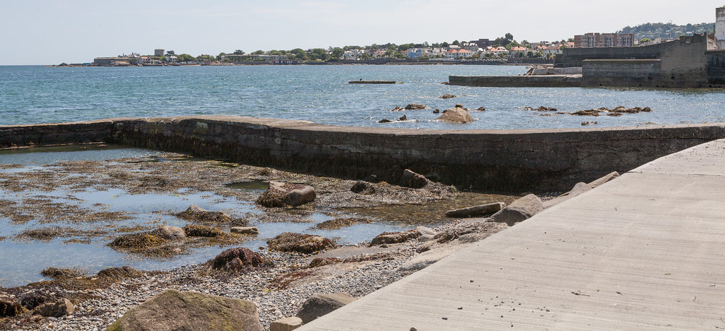 DUN LAOGHAIRE TOWN AND HARBOUR [TEN YEARS AGO]-124862