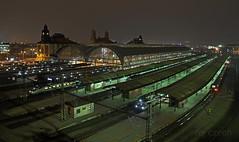Hlavák (roj czech) Tags: night noc dark tma město city trainstation train hall praha prague industrial traffic doprava nástupiště platform