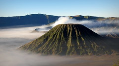 Weird landscape (PeterCH51) Tags: java indonesia bromo volcano bromovolcano tenggercaldera tengger caldera morning mist scenery landscape mountain gunung gunungbatok gunungbromo tosari cemorolawang batok mountbatok segarawedi seaofsands peterch51 weird weirdlandscape unearthly