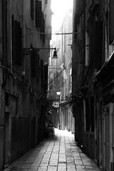 Alley (Bastian.K) Tags: venedig venice black white bw sw schwarz weiss weis loxia8524 carl zeiss loxia 85mm 24 sony a7rii a7rm2 a7rmarkii markii mark2 perspective street streetphotography