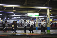 JR 横浜駅 ∣ JR Yokohama station (Iyhon Chiu) Tags: 横浜 駅 jr yokohama station japan 日本 2016 車站 月台 ホーム railway waiting people