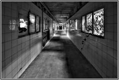 Buscando la luz (f@gra) Tags: light shadow abandoned window ventana sony aisle pasillo abandono abandonado