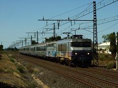 BB-7211 + BB-9308 Vias (34) 31-08-2010a (mugicalin) Tags: sncf bb7200 bb7211 bb9308 envoyage nezcass bb9300 passengertrain locomotive electrictrain railway railroad