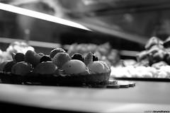 Torta di frutta (stefano.brunofranco) Tags: dessert dolce frutta bianco nero torta pasticcini pasticceria mangiare