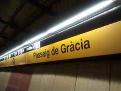 "Estación de metro Passeig de Gràcia • <a style=""font-size:0.8em;"" href=""http://www.flickr.com/photos/78328875@N05/23283482365/"" target=""_blank"">View on Flickr</a>"