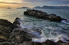 Golfo dei Poeti (Maurizio Longinotti) Tags: sea sky mare cliffs cielo onda scogli laspezia palmaria tellaro golfodilaspezia goldodeipoeti marligue