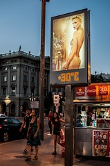 30°c By Dior (ylbreizh) Tags: ch hot chaud nuit nigth dior barcelone nikon d300s street rue sexy cocacola summer