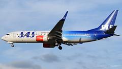 SAS (70th Anniversary) Boeing 737-86N LN-RGI (StephenG88) Tags: londonheathrowairport heathrow lhr egll 27r 27l 9r 9l boeing airbus january6th2017 6117 myrtleavenue premierinnheathrow terminal5 t5 sas scandinavianairlines sk scandinavian lnrgi 737 737800 738 73786n