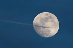 Moon 10.03.2017 (Michal Jeska) Tags: moon mond ksiezyc canonef400mmf56lusm canon 400mm 56 l canonextenderef2xii telekonverter teleconverter extender lunar flight path plane front flugzeug contrail spotting planes contrails rnav spotter