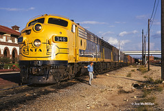 Yellowbonnet East (joemcmillan118) Tags: texas temple santafe atsf freighttrain yellowbonnet346 crewchange