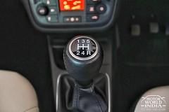 Fiat-Avventura-Urban-Cross-Interior-Gear-Lever