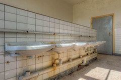 20120722-FD-flickr-0068.jpg (esbol) Tags: bad badewanne sink waschbecken bathtub dusche shower toilette toilet bathroom kloset keramik ceramics pissoir kloschüssel urinals
