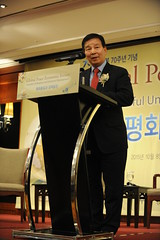 Daedong Park giving congratulatory remarks