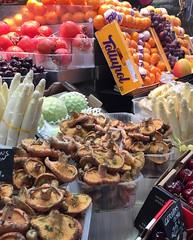 (eleonorasparta) Tags: catalunya mercatdelaboqueria boqueria barcellona mercato sanjose spagna espana holidays vacaciones mushrooms funghi bancarelle cibo food
