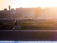 Las Salinas, paseando (Adisla) Tags: olympus em1 mzuiko 40150mm f28 humano bicicleta