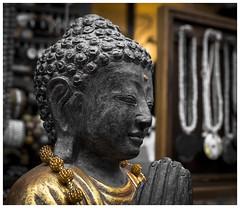 Budda (Der Reisefotograf) Tags: beten budda fuji fujixt10 fujix praying