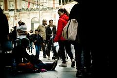 Invisibles VS Ciegos -1 (Hansis y Greta) Tags: homeless mendigo calle street sad tristeza life madrid spain españa europe europa urbanity sociedad society navidad christmas preciados