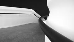 Sprengel Museum (IV) [EXPLORE 2016-12-30] (pix-4-2-day) Tags: sprengel museum hannover hanover germany stairs treppe geländer railing handrail grabrail handlauf terrazzo floor boden curve kurve winkel angle blackandwhite black white schwarzweis kontrast highcontrast staircase stairway pix42day nokia lumia 1020