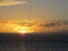 6910 Sunrise over the English Channel (Andy - Busyyyyyyyyy) Tags: 20170111 bbb beach ccc clouds englishchannel kent romneysands sea sss sunrise water www