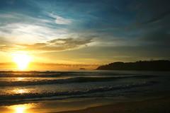 Sunny morning (Klauss Egon) Tags: brazil brasil ubatuba toninhas waves sunrise sun sol nascer do mar céu sea sky cloud sunny ondas praia beach
