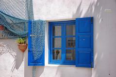 (069/17) Blanco y Azul (Pablo Arias) Tags: pabloarias photoshop nxd españa arquitectura ventana blanco azul red reflejo terranatura benidorm alicante comunidadvalenciana
