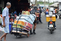 fresh food market activity (the foreign photographer - ฝรั่งถ่) Tags: fresh food market sapan mai yingcharoen ying charoen bangkhen bangkok thailand nikon d3200