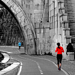 Footing sul Lungotevere, Roma (pom.angers) Tags: panasonicdmctz30 rome roma lazio lungotevere italia italy europeanunion people woman women sport jogging running footing 100 150 200