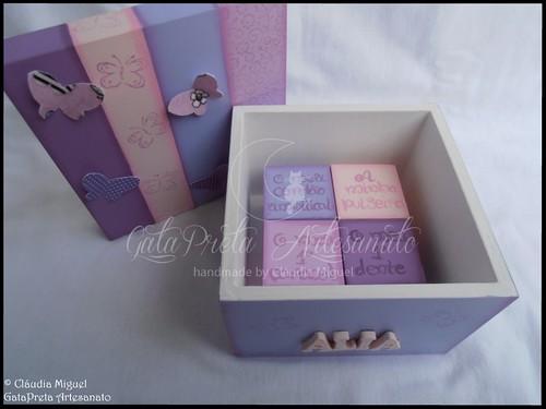 """Caixa de recordações de bebé """"Baby Lilac""""."""