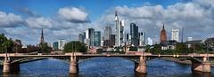 Ignatz-Bubis-Brücke und Skyline Frankfurt (Frawolf77) Tags: panorama skyline cityscape wind frankfurt main herbst architektur brücke fluss hochhaus ignatz bubis