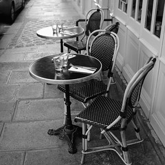 Ready for dinner (jmvnoos in Paris) Tags: blackandwhite bw paris france caf bar square table blackwhite cafe bars fuji noiretblanc nb tables fujifilm cafes cafs carr noirblanc carrs carre carres jmvnoos x100t