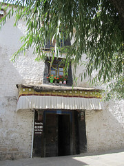"Sera Monastery <a style=""margin-left:10px; font-size:0.8em;"" href=""http://www.flickr.com/photos/127723101@N04/22266561956/"" target=""_blank"">@flickr</a>"