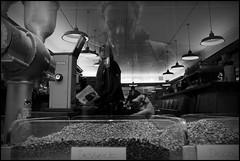 Gent (B) - Donkersteeg - 2015/10/21 (Geert Haelterman) Tags: blackandwhite white black monochrome belgium candid streetphotography olympus zwart wit ghent gent gand geert streetshot photoderue straatfotografie photographiederue fotografadecalle strassenfotografie fotografiadistrada haelterman omdem10