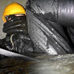 Aquala-Kanal5120 (Kanalgummi) Tags: rubber gloves worker exploration sewer drysuit kanalarbeiter gummihandschuhe gummianzug égoutier trockenanzug