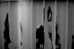 PARCELLE 15-048_21 ([meth]) Tags: monochrome analog noiretblanc hc110 ilford 32 profil affiche argentique 1600iso œil delta400 selfdevelopment palissade dilb 13min30sec believeinfilm déchirure