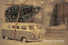 Driving home for Christmas (Peter Jaspers (on/off)) Tags: christmas snow home vw vintage volkswagen decoration olympus christmastree merrychristmas zuiko omd happynewyear seasonsgreetings 2015 em10 bestwishes chrisrea drivinghomeforchristmas 45mm18 frompeterj©