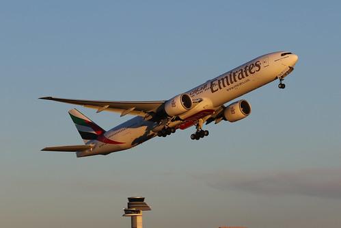 Emirates Boeing 777-31H(ER) A6-ENO 170101 ARN