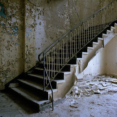 stairs (T. Kappe) Tags: torsten kappe analog fotografie verlassene sowjetische kaserne analogue photography kodak portra stairs abandoned urbex tour sowjet lost place udssr urban exploring cccp cold war kalter krieg military complex fallen meaningless