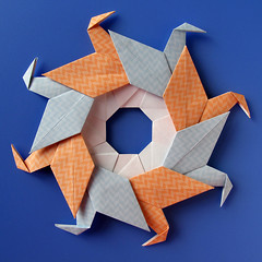 Ghirlanda di anatre - Garland of ducks (Francesco Guarnieri) Tags: corona ghirlandadianatre modular origami paperfolding ring garlandofducks cranewreath wreath circle christmaswreath mandala kusudama diagrams francescoguarnieri qqm60 ghirlanda