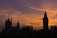Silhouettes of the Houses of Parliament (Jan van der Wolf) Tags: map16463v london londen silhouette silhouettes sky sunset eveninglight evening housesofparliament palaceofwestminster bigben