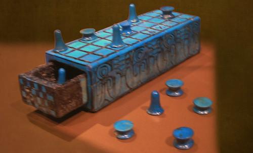 "Senet - Lujoso sistema de objetos lúdicos obsequio del dios Toht a la faraona Nefertari • <a style=""font-size:0.8em;"" href=""http://www.flickr.com/photos/30735181@N00/32369502772/"" target=""_blank"">View on Flickr</a>"