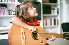 (DhkZ) Tags: portrait guitar fujifilm minoltax7a fujiexperia400 rokkor45mmf2