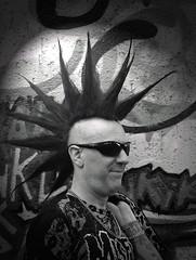 Tolle Alltagsfrisur, nur wie bekomme ich es jeden Tag so hin! (ingrid eulenfan) Tags: bw gothic wave agra leipzig le mann accessoires goths gotik gotic wgt 2015 szene irokesenschnitt gotica wavegotiktreffen schwarzweis gothicfestival gotisches schw gotiche schwarzeszene gothicanhänger extremfrisuren wgt2015 alltagsfrisur