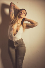 Diane 2015-11 5-9 (Jonathan Frings) Tags: tattoo model cleavage